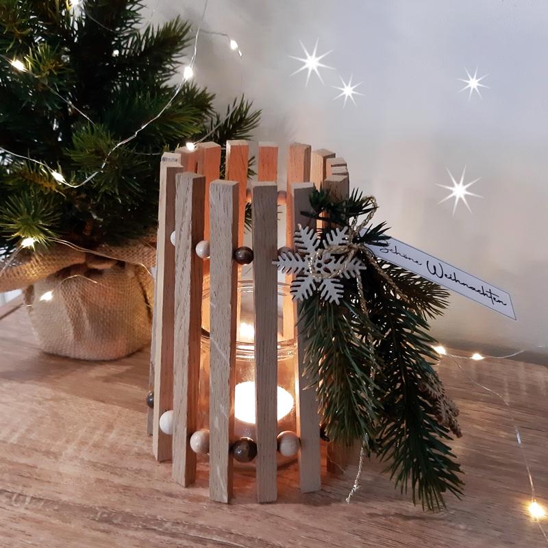 Windlicht aus Bastelklötzchen, weihnachtlich dekoriert